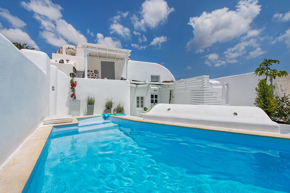 Santorini Villas | Oliaros Tours in Antiparos