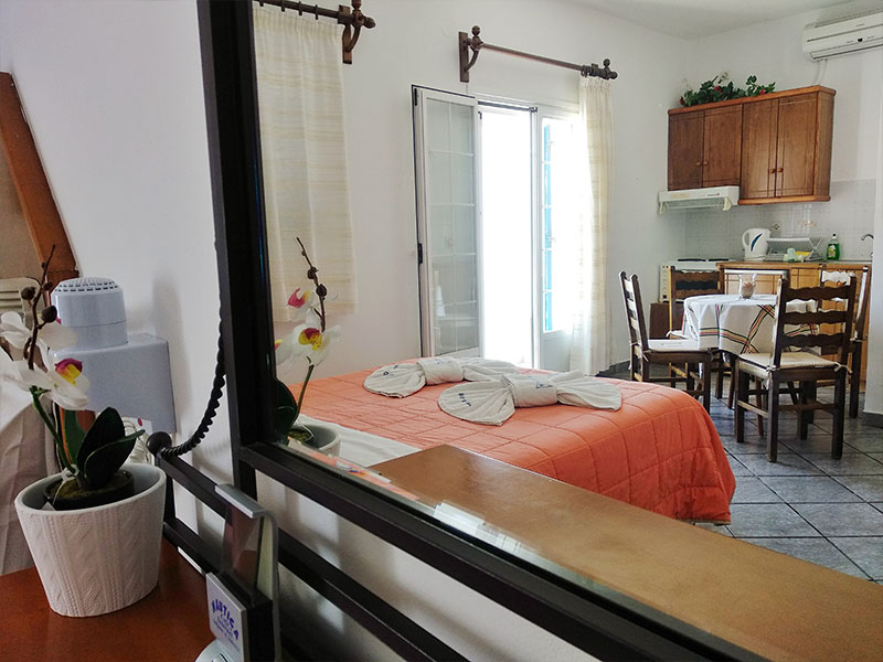 Akrogiali Studios & Rooms in Antiparos | Oliaros Tours in Antiparos